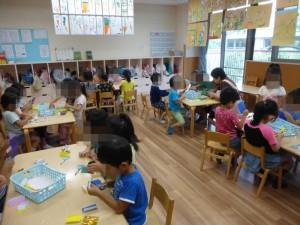 5才児クラスでは、七夕飾りを作っていました。