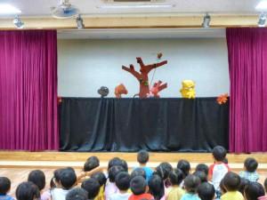 人形劇を支える会の方による「さるかに合戦」