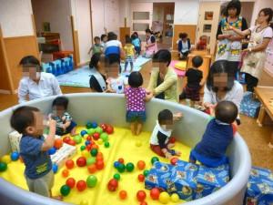 ボールのプールです。 ヨチヨチ歩きの赤ちゃんも、安全に遊べます。