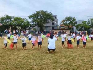 4才児 Let's Go!いいことあるさ 布を使ったダンス。2人組になったり、4人組になったり、難しい動きにも挑戦しました。