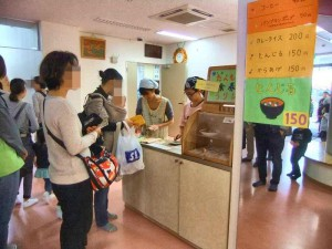 職員の食べ物コーナーです。たくさんの方にお買い求めいただきました。ありがとうございました。