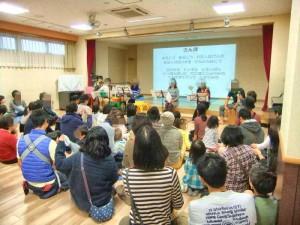 有志によるミニコンサートです。子どもたちも知っている歌をみんな一緒に歌いました。