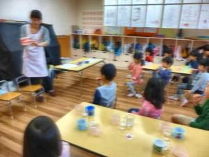 4才児クラス。歯の裏側の磨き方を教わりました。うがいの練習もしましたよ。